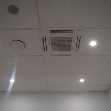 Ceiling air conditioning duct system